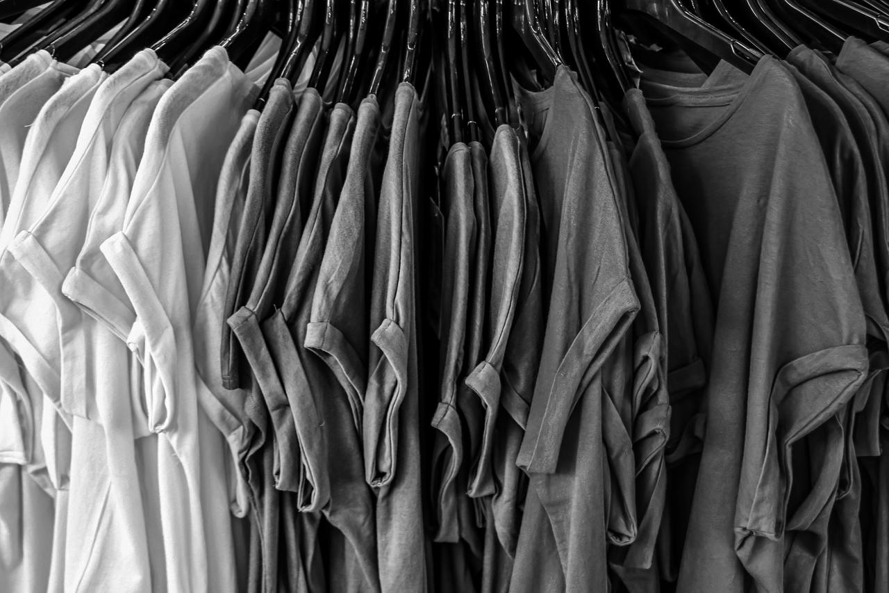 Montón de camisetas